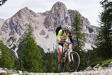 Mountain bike in der Naturpark Fanes-Senes-Prags